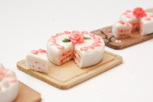 Yet another mini cake by Tharanthiel