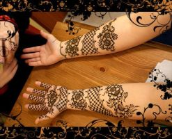 while doing mehandi by MehandiArtist