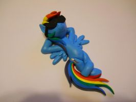 Rainbow Dash just chillin by EarthenPony