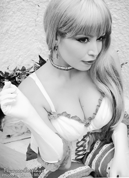 Sheryl Nome Cosplay Xmas BW by plu-moon