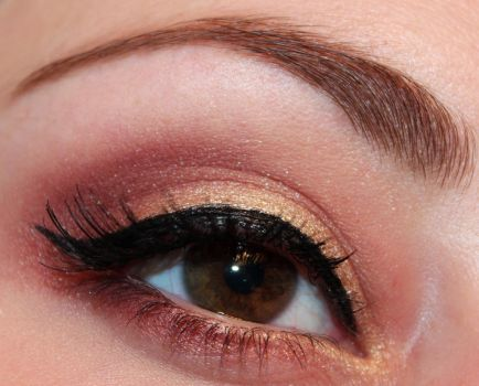 Holiday Makeup : Red and Gold by Luhivy