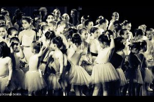 little dancers by Loochi