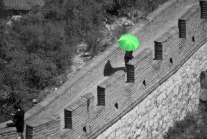 green unbrella at the wall by macgl