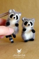 more raccoons by SaniAmaniCrafts