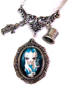 Alice in Wonderland necklace by MarariaComplementos