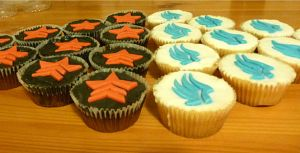 Renegade and Paragon cupcakes. by Darkmoonlilly