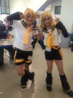 Kagamine Twins at UB Con by TheDoorWithin