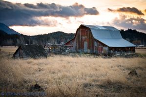 Sunrise, Barn, Awesomeness by TheUniphotoghrpher