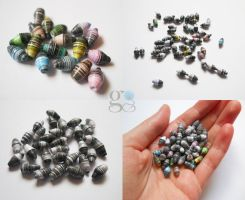 My first paper beads! :la: by GemDeDude