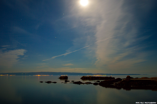 Full moon by PPILIC-ST