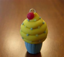 yellow cupcake by Remyreaper