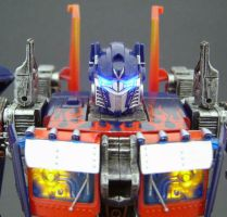 Optimus Prime Leader 2 by Jin-Saotome