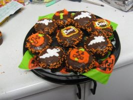 Halloween Cupcakes by JunieNicole