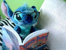 stitch read harry potter by EllieHickles95