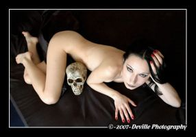 Sou DeSade: kiss the skull_4 by DevillePhotography