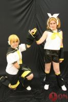 Kagamine Twins Cosplay 03 by EmoHimeChan