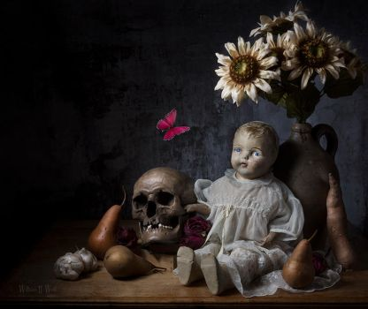 Memento Mori - Old Doll by williamhwest