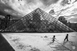 Playing outside the pyramid by sylvaincollet