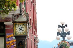 The Gastown Steam Clock by carolchiu