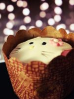 Hello Kitty Cupcake by koshadesing
