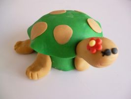 Turtle with flower cupcake by Marce07