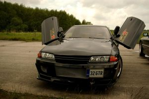 1000+ hp Nissan Skyline GTR by ShadowPhotography