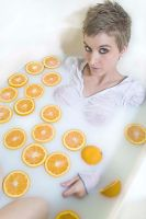 Leche y naranjas by Hollywoodisburning