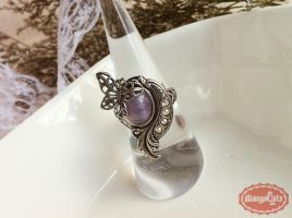 Madame Butterfly Vintage Silver Ring by uenkii