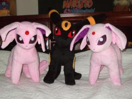 Espeon and Umbreon Plush by Itachislilgirl