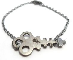 Vintage Skeleton Key Bracelet by sojourncuriosities