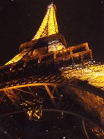 Tour Eiffel at night by Pink-star-15