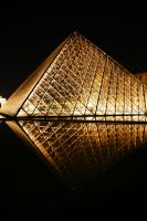 Louvre's pyramid 2 by Heurchon