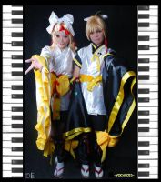 Kagamine Twins by xOxAmmAxOx