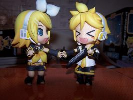 Nendoroid Rin and Len by angel-athena