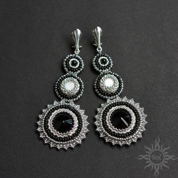 Clip on earrings with onyxes and mother of pearl by Sol89