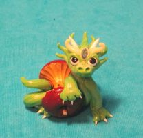 Baby Frilled Dragon with Apple by stephanielynn