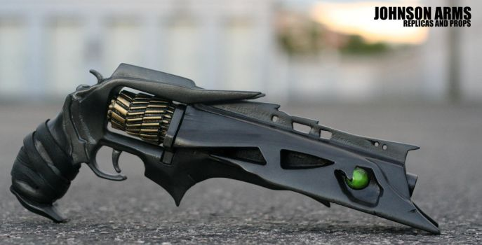Destiny inspired Thorn Hand Cannon Replica by JohnsonArmsProps