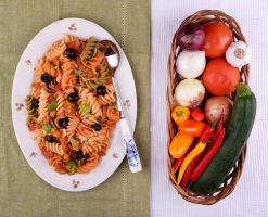 Fusilli size XXL with vegetables and fresh co by vegetanie