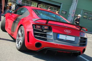 Audi R8 with a broken light by Thaumaturgist-Dave