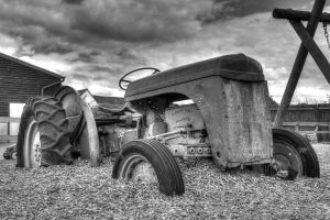 Dead Tractor by guszti