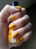 yellow dots nail art by LasManiaticas