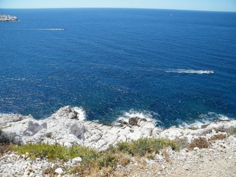 Cliffs in Marseille by MilambR