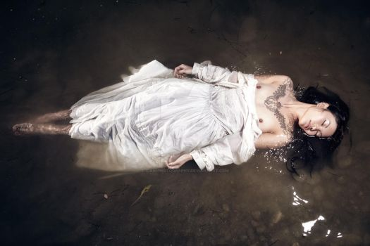 Ophelia by idaniphotography