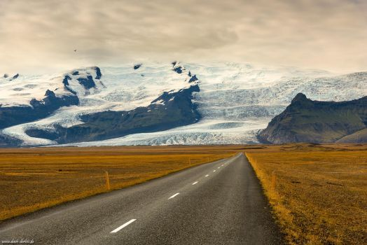 Vatnajoekull Ahead by Dave-Derbis
