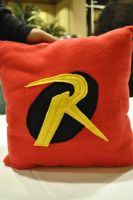 Robin Pillow by nenfere