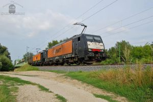 ES64F4-150 and 151 with a freight train near Gyor by morpheus880223