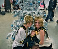 len and rin kagamine christmas by narutine