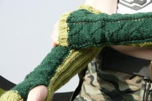 Dragon Scale Gauntlets by foxymitts