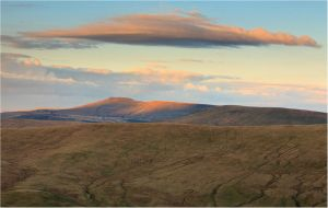 u-fo's over pen y fan by sassaputzin