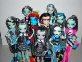 So Many Ghoul Friends... by JadeJeebie
